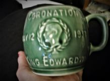 VINTAGE COMMEMORATIVE GREEN GLAZE STONEWARE BARREL MUG CORONATION 1937 EDWARD